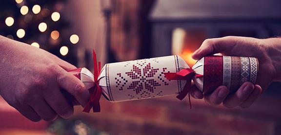 christmas day crackers uk